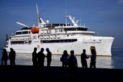 Kapal pesiar MS Coral Adventure, Australia berlabuh di Makassar