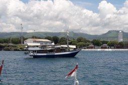Kapal wisata berpenumpang 10 turis asing ditolak berlabuh di Sumba Timur