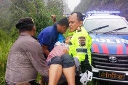 Toyota Rush terjun ke jurang, enam orang luka-luka