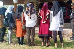 Tim gabungan jaring puluhan wanita berbusana tak islami di Aceh Timur
