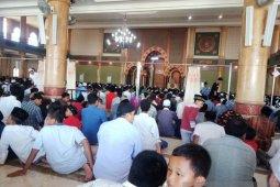 Isu wabah corona tidak surutkan warga Aceh Barat beribadah shalat Jumat