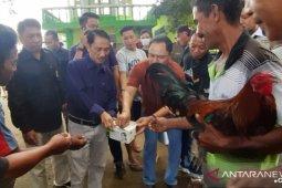 Bupati Gorontalo bagikan masker ke warga di Pasar Limboto
