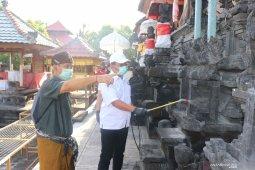 Di Buleleng, Pura dan masjid disemprot disinfektan