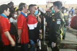 Cegah corona, polisi perketat pemeriksaan penumpang di pelabuhan laut Jayapura