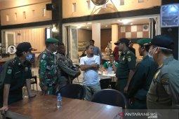 Warkop dan Cafe di Banda Aceh mulai didatangi petugas untuk ditutup