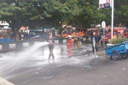 Pemkot Ternate  semprot cairan disinfektan di fasilitas umum