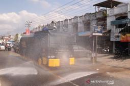 2.000 liter disinfektan disemprotkan ke jalanan di Aceh Utara