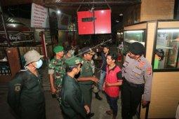 Sejumlah warung kopi di Kota Banda Aceh tutup