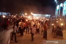 Ribuan masyarakat Aceh Timur zikir keliling desa sambil bawa obor