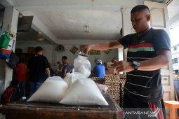 Penjualan gula dibatasi dua kilogram
