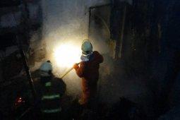 Dua karyawan alami luka bakar saat mesin produksi besi di Cakung meledak