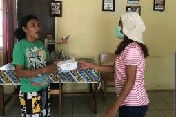 Tiga perempuan sinergi bantu alat pelindung bagi masyarakat Ambon