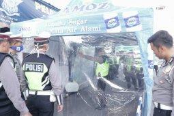 Personel dan pengunjung Polres Simalungun wajib disemprot disinfektan