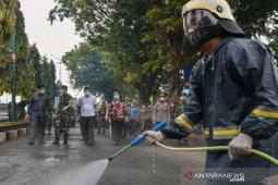 TNI bersama Polri dan pemkot lakukan penyemprotan disinfektan serentak di Padangsidimpuan