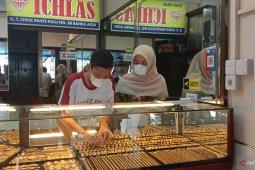 Kenaikan harga emas berdampak terhadap penjualan