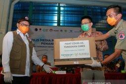 Dua ton alat kesehatan bantuan China dikirim via laut ke Indonesia