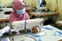 Barito Kuala produces masks for free distribution