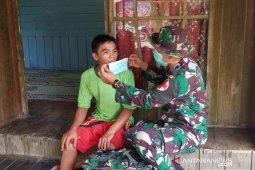 Cegah Corona, Satgas TMMD bagikan masker gratis