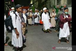 Ratusan jamaah Masjid Kebun Jeruk dipindahkan ke RS Wisma Atlet
