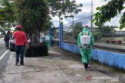Antisipasi virus COVID-19, PDIP Belitung semprotkan cairan disinfektan