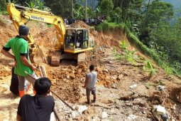 Ruas jalan Lebak-Sukabumi longsor akibat hujan deras