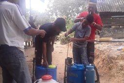 Relawan Desa Lawan COVID-19 Penajam racik disinfektan sendiri