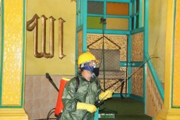 UISU lakukan penyemprotan disinfektan ke sejumlah  masjid