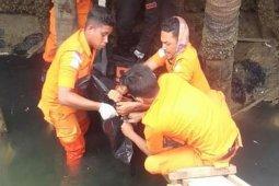 Warga digegerkan dengan penemuan mayat pria tanpa identitas dibawah jembatan