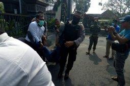 Wartawan penggebrak mobil Bupati ditangkap polisi