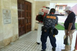 Alfamidi semprot disinfektan cegah penyebaran virus corona di Ambon