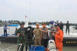 700 kapal nelayan Sungailiat disemprot cairan disinfektan (Video)