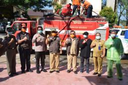 Wabup Sekadau apresiasi warga Sungai Ayak semprot disinfektan mandiri