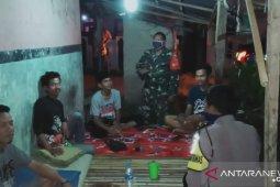 TNI-Polri Wilayah Cikande, Serang, ajak warga isolasi mandiri cegah COVID-19