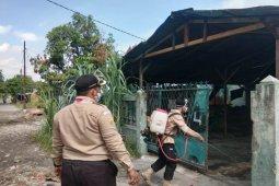 Pramuka Polbangtan Medan bantu masyarakat semprot disinfektan