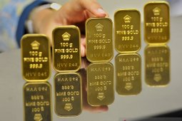 Emas kembali jatuh karena ambil untung setelah di posisi tertinggi sejak 2012