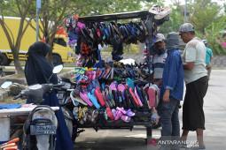 Pasarkan barang dagangan keliling kota