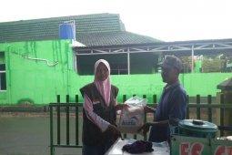Lembaga Amil Zakat Harfa salurkan bahan pokok bagi warga terdampak COVID-19