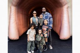 Keluarga Kim Kardashian kena COVID-19 hingga daftar ponsel 5G tandai babak baru telekomunikasi