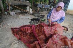 Penjualan batik terkendal COVID-19