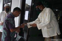 Sholat jumat bermasker di Malang
