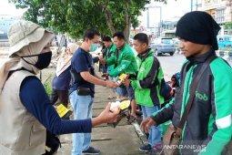 ULM bagikan hand sanitizer dan disinfektan bahan herbal
