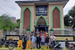 PT Timah bantu semprot disinfektan fasilitas umum di Mentok