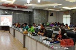 Bupati HST sepakat dengan gubernur mengenai pembatasan