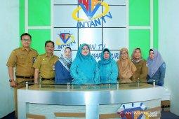 Ketua TP PKK Banjar kunjungi studio Intan TV dan media center