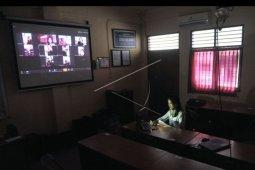 Kegiatan belajar mengajar lewat internet