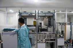 Baru didatangkan dari Swiss, 11 provinsi ini akan terima alat tes lab PCR