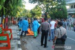 Seorang pria ditemukan meninggal di pinggir jalan di Padang