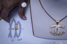 Harga emas Antam naik Rp5.000 menjadi Rp913.000 per gram