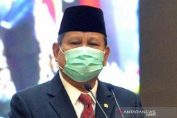 Saat Lebaran, Menhan Prabowo beri hormat ke tenaga medis