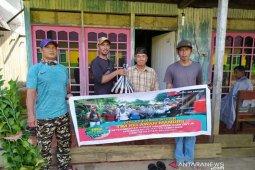 Relawan Mandiri COVID-19 Desa Selerong Bagikan Bantuan Masyarakat